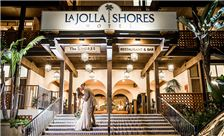 La Jolla Shores Hotel - Bride and Groom on the steps