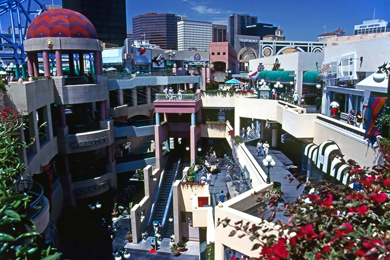 Westfield Horton Plaza Mall at California