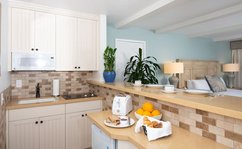 La Jolla Shores Hotel coastal view room with kitchenette