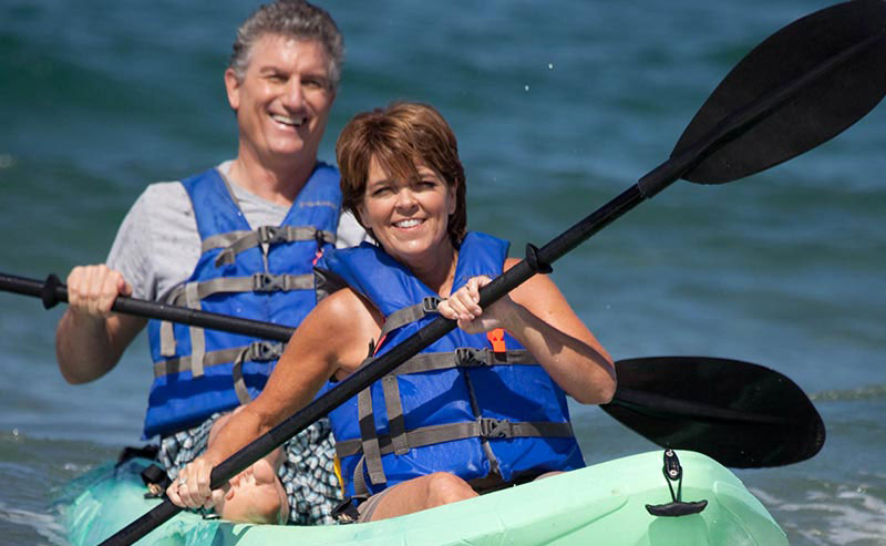 La Jolla Shores Hotel customers enjoying an ocean kayak tour