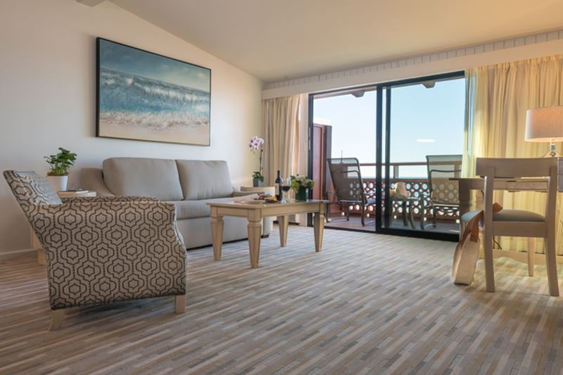 Beachfront Deluxe Room with Kitchenette at La Jolla Shores Hotel California