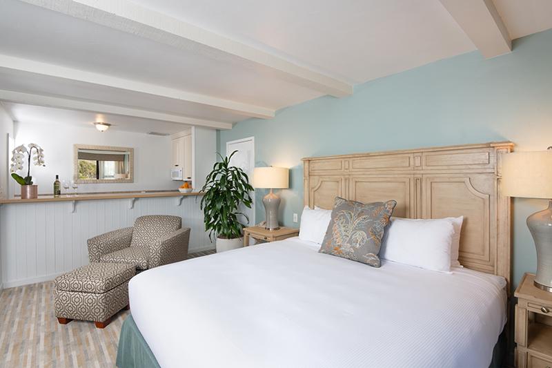 Coastal View Room with Kitchenette at La Jolla Shores Hotel California